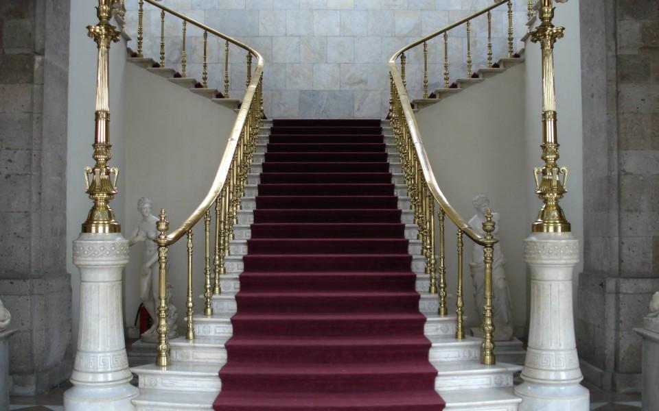 Где в Астане купить лестницу?
